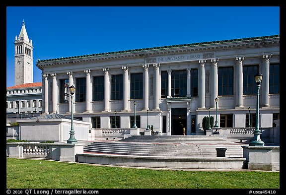 Library and Campanile, University of California. Berkeley, California, USA