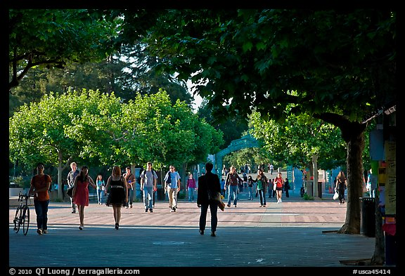Students walking on Sproul Plazza. Berkeley, California, USA (color)