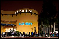 Line outside Eastridge shopping mall. San Jose, California, USA ( color)