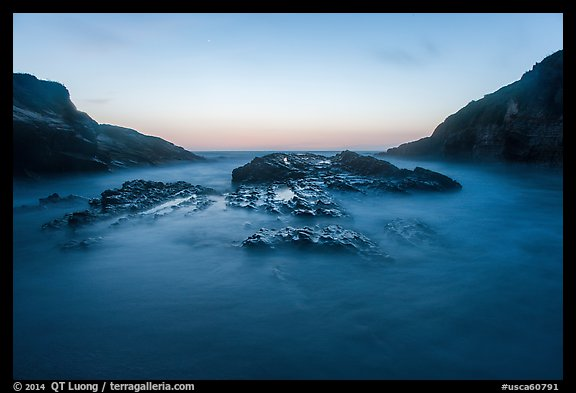 Spooners Cove at sunset, Montana de Oro State Park. Morro Bay, USA (color)