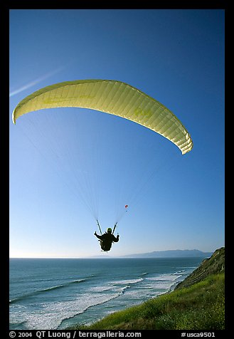 Paragliding above the ocean, the Dumps, Pacifica. San Mateo County, California, USA (color)