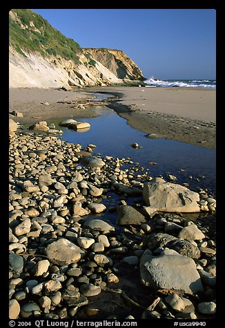 Pebbles, pool, and beach near Fort Bragg. California, USA (color)