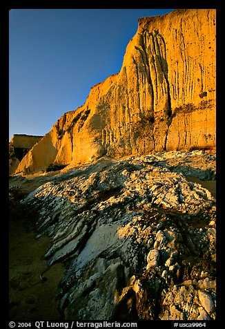 Rocks and Cliff, Sculptured Beach, sunset. Point Reyes National Seashore, California, USA (color)