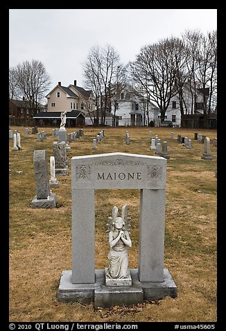 Tomb with small statue and arch. Salem, Massachussets, USA (color)
