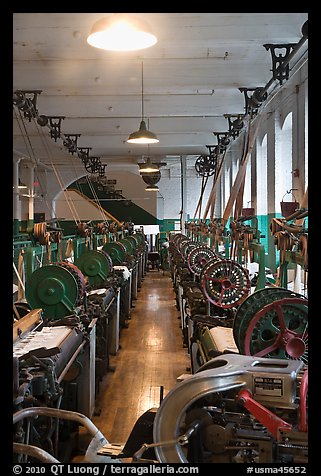 Power looms, Boott Cottom Mills Museum, Lowell National Historical Park. Massachussets, USA (color)