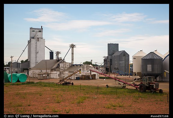 Fertilizer plant, Bowman. North Dakota, USA (color)