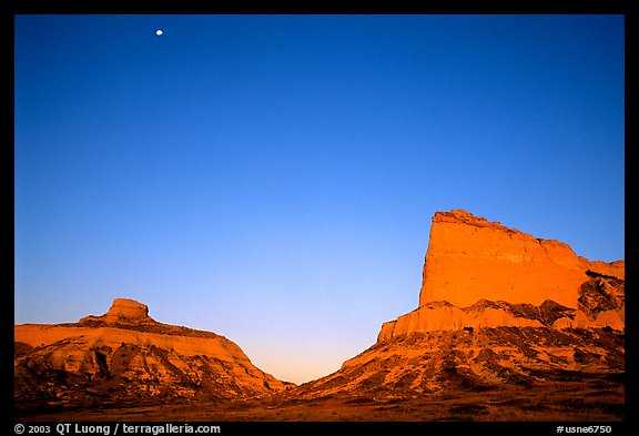 Scotts Bluff, Mitchell Pass, and  South Bluff at sunrise with moon. Scotts Bluff National Monument. Nebraska, USA
