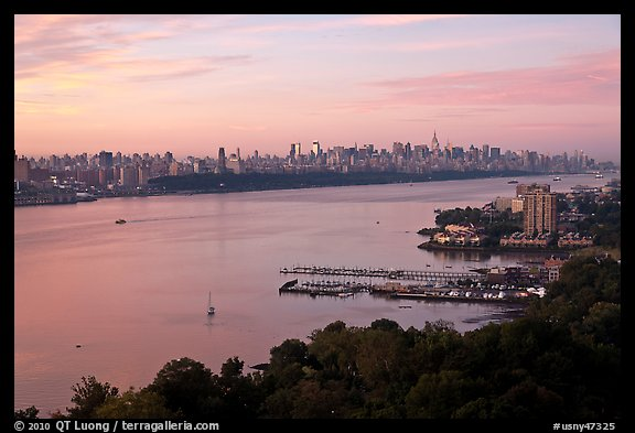 New Jersey shore and Manhattan from Fort Lee. NYC, New York, USA (color)