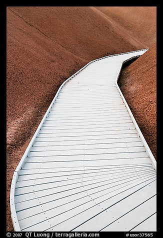 Boardwalk, Painted Cove Trail. John Day Fossils Bed National Monument, Oregon, USA
