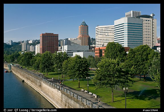 Tom McCall Waterfront Park and skyline. Portland, Oregon, USA