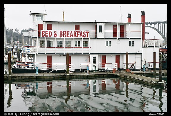 Paddle steamer reconverted into Bed and Breakfast. Newport, Oregon, USA (color)