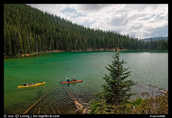 Kayaks on emerald waters, Devils Lake, Deschutes National Forest. Oregon, USA (color)