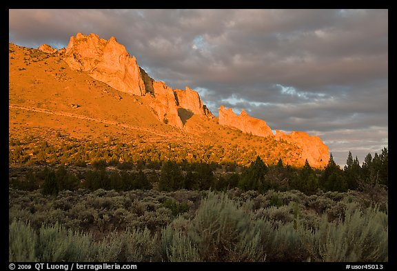 Stadender Ridge at sunset. Smith Rock State Park, Oregon, USA (color)