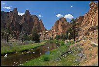 Crooked River valley and rock walls. Smith Rock State Park, Oregon, USA