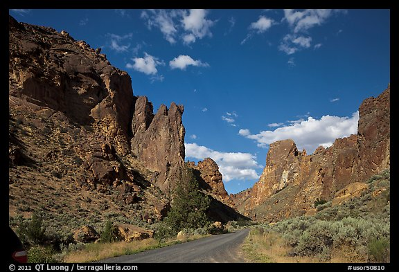 Scenic road below spires, Leslie Gulch. Oregon, USA (color)