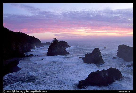 Seastacks and surf at sunset, Samuel Boardman State Park. Oregon, USA