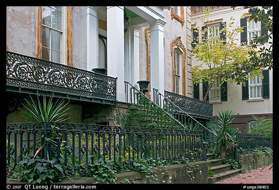 Picture photo yard and historic house savannah georgia usa for Historic houses in savannah ga