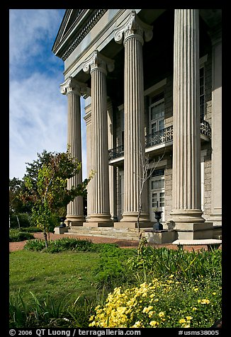 Columns on side of old courthouse museum. Vicksburg, Mississippi, USA (color)