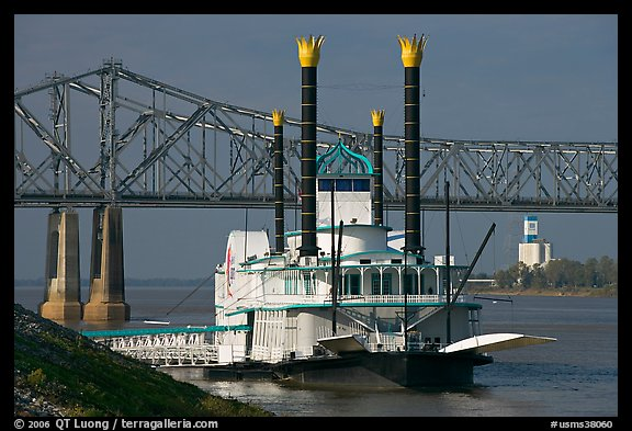 Paddle steamer and bridge. Natchez, Mississippi, USA (color)