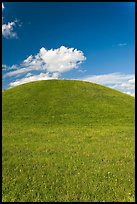 Emerald Mound, one of the largest Indian temple mounds. Natchez Trace Parkway, Mississippi, USA