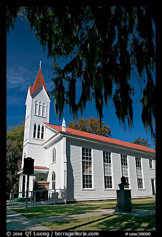 Tabernacle Baptist Church with hanging spanish moss and Robert Smalls memorial. Beaufort, South Carolina, USA (color)