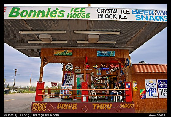 Drive-in convenience store. Arizona, USA (color)