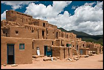 Hlauuma. Taos, New Mexico, USA (color)