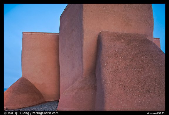 Windowless walls at the back of San Francisco de Asisis mission, Rancho de Taos. Taos, New Mexico, USA (color)