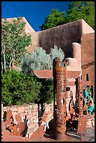 Southwest art, and adobe building. Santa Fe, New Mexico, USA