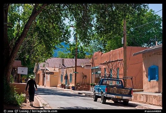 Canyon Road and art galleries. Santa Fe, New Mexico, USA (color)