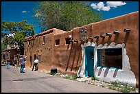 Visitors inspect oldest house. Santa Fe, New Mexico, USA (color)
