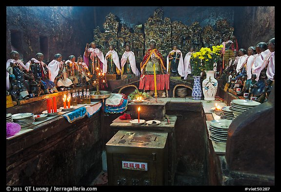 Room with figures of 12 women, each examplifying a human characteristic, Jade Emperor Pagoda, district 3. Ho Chi Minh City, Vietnam (color)