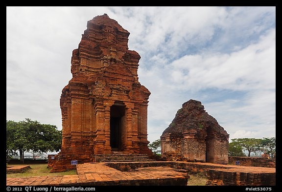 Po Shanu Cham Towers. Mui Ne, Vietnam (color)