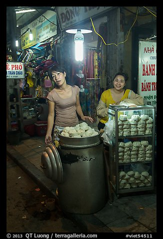 Dumpling vendors at night, old quarter. Hanoi, Vietnam (color)