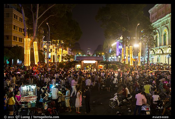 Le Loi boulevard crowds on New Year eve. Ho Chi Minh City, Vietnam (color)