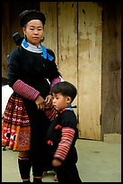 Woman and child of Hmong ethnicity, near Moc Chau. Northwest Vietnam