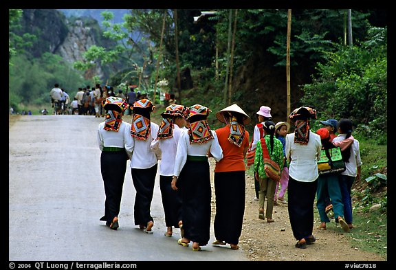 Young thai women walking on the road, between Son La and Tuan Chau. Northwest Vietnam (color)
