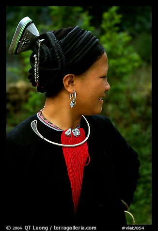 Woman of the Red Hmong ethnic group, with a helmet-like hairstyle, near Tam Duong. Northwest Vietnam (color)