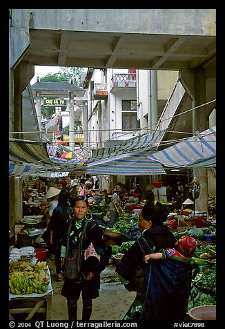 Black Hmong people at the Sapa market. Sapa, Vietnam (color)