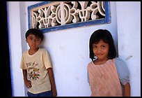Two kids in front of a wall. Ben Tre, Vietnam (color)