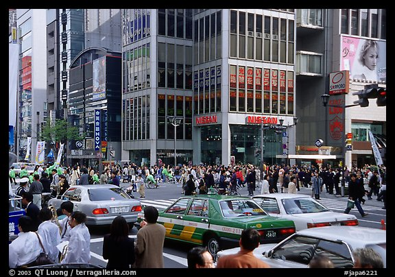 Crowded crossing in Ginza shopping district. Tokyo, Japan (color)