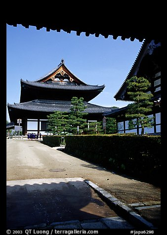 Entrance of the Tofuju-ji Temple, one of the city's five main Zen temples. Kyoto, Japan (color)