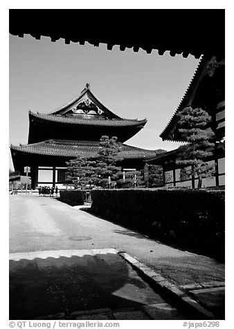Entrance of the Tofuju-ji Temple, one of the city's five main Zen temples. Kyoto, Japan (black and white)