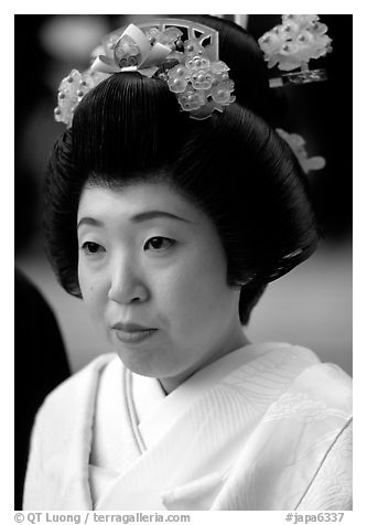 Bride with traditional make-up. Tokyo, Japan (black and white)