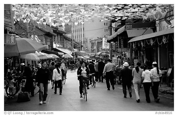 Old street near the intersection of Zhengyi Lu and Dongfeng Lu. Kunming, Yunnan, China (black and white)