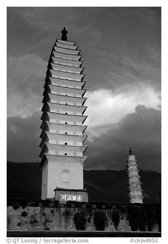 Quianxun Pagoda, the tallest of the Three Pagodas has 16 tiers reaching a height of 70m. Dali, Yunnan, China (black and white)