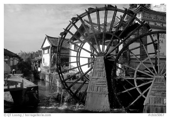 Big water wheel at the entrance of the Old Town. Lijiang, Yunnan, China (black and white)