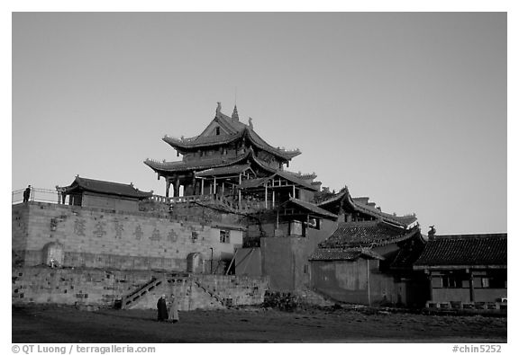 Jinding Si temple,  evening. Emei Shan, Sichuan, China (black and white)