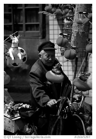 Lantern seller. Chengdu, Sichuan, China (black and white)