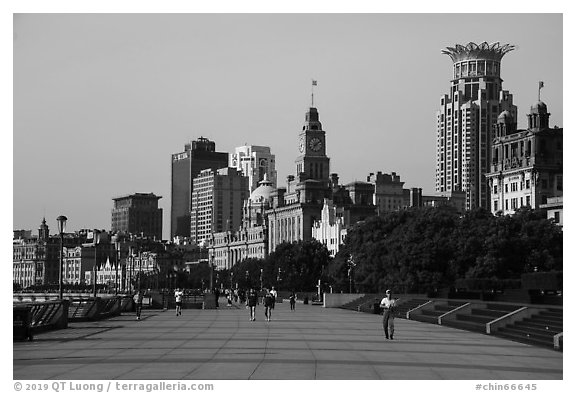Promenade and colonial buildings, the Bund. Shanghai, China (black and white)